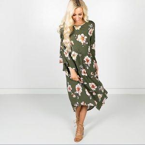 Dresses & Skirts - Olive green bell sleeve floral midi pocket dress